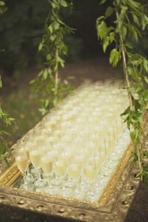 sposób podania szampana ślub i wesele