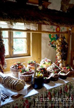 folklor-stół-wiejski-motyw-przewodni-ślubu-i-wesela-1