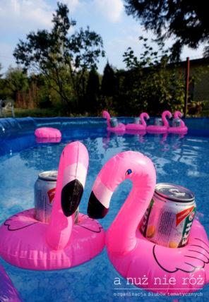 pływające-flamingi-basen-piwo-impreza