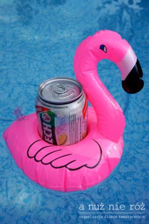 pływający-flaming-piwo-basen-impreza-urodziny