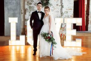 podświetalny-napis-LOVE-ślub-wesele-sesja-industrialny-złoto-granat-a-nuż-nie-róż-3