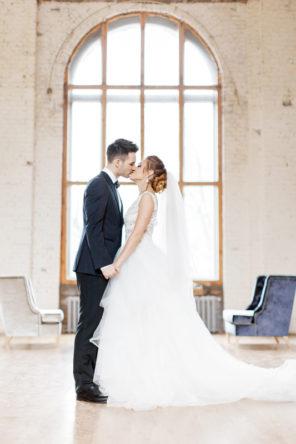 vintage-ślub-wesele-sesja-industrialny-złoto-granat-a-nuż-nie-róż-23