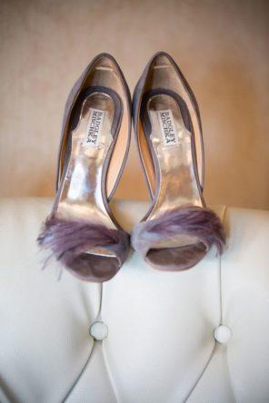lawendowy-slub-wesele-motyw-fioletowe-buty