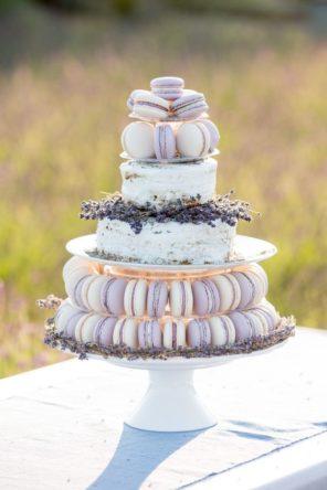 lawendowy-slub-wesele-motyw-tort-makaroniki