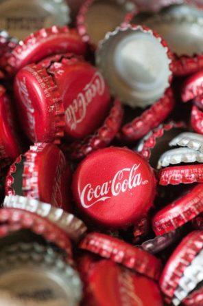 coca-cola-motyw-przewodni-slubu-i-wesela-kapsle