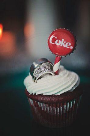 coca-cola-motyw-przewodni-slubu-i-wesela-obraczki