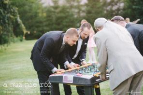pilkarzyki-trambambule-na-przyjeciu-weselnym