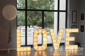 podswietlany-napis-love-balon-gigant-KM