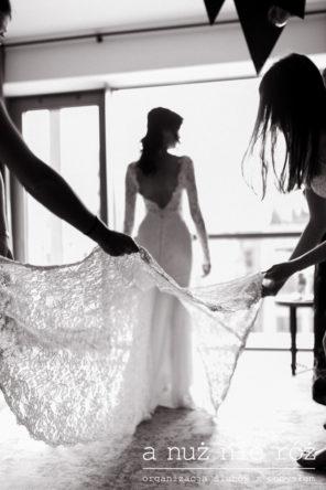 welon-sukni-slubnej-przygotowania-loft-KM