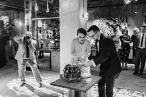 krojenie-tortu-przyjecie-weselne