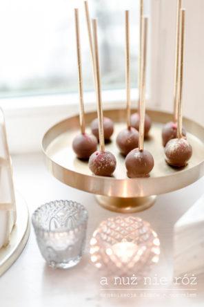 czekoladowe-cake-popsy-slodki-stol