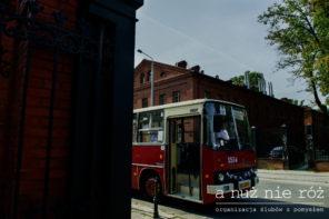 czerwony-autobus-jelcz-do-slubu-transport-gosci-J&A