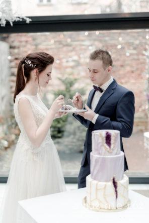 marmurowy-tort-fioletowy-tort-slubny-geo-wedding-cake