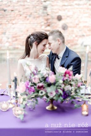 slub-wesele-w-kolorze-ultraviolet-fioletowe-dekoracje