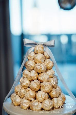 croquembouche-francuski-tort-weselny-zlote-ptysie
