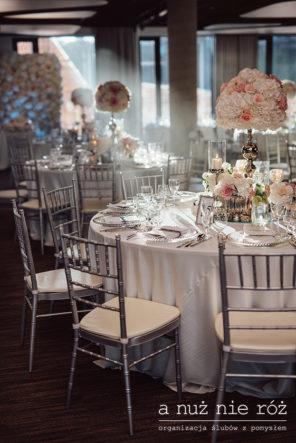 slub-wesele-glamour-srebrne-krzesla-chiavari-elegancka-dekoracja