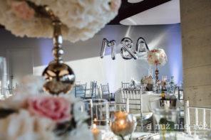 srebrne-balony-inicjaly-pary-mlodej-slub-wesele-glamour