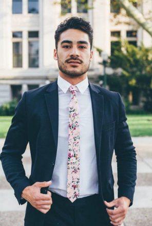 pan-mlody-krawat-w-kwiaty-trendy-slubne-2019-2020