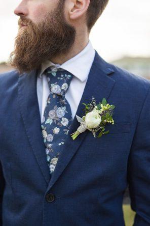 trendy-slubne-pan-mlody-2019-2020-krawat-w-kwiaty