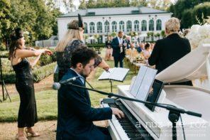 bialy-fortepian-na-slubie-oprawa-muzyczna