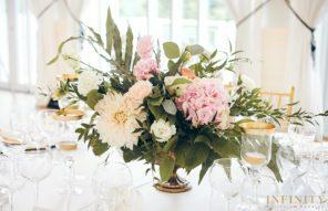 niska-kompozycja-stol-okragly-przyjecie-weselne-roz-zielen-zloto
